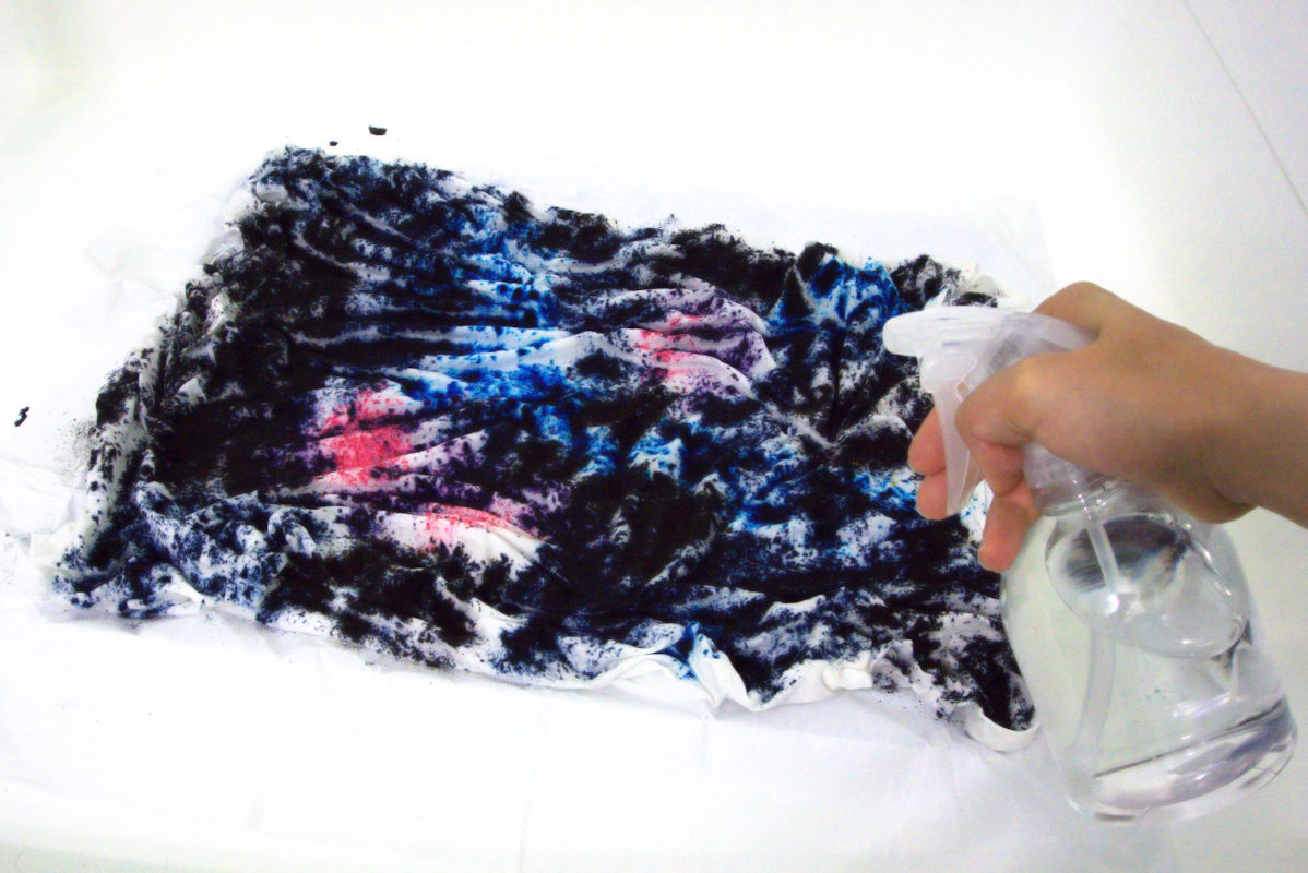 Spraying water onto dye