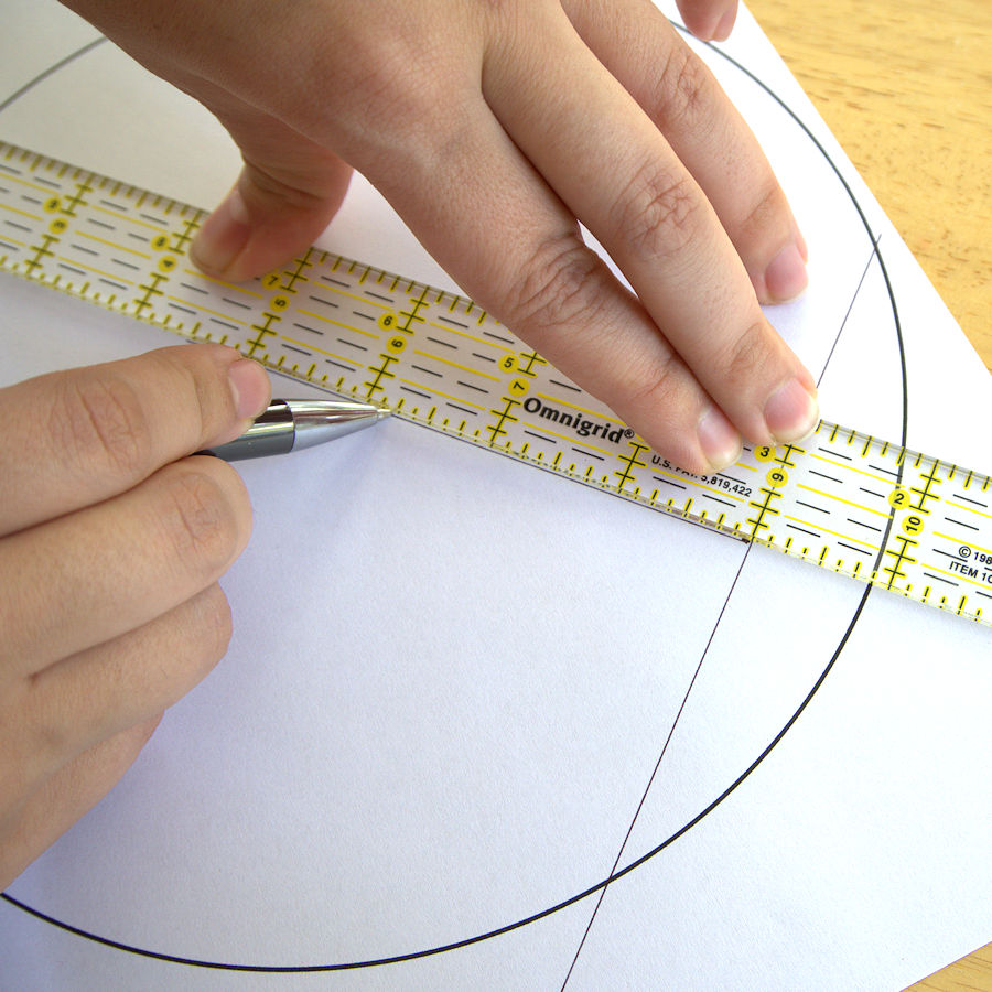Drawing perpendicular line on chord with quilting ruler