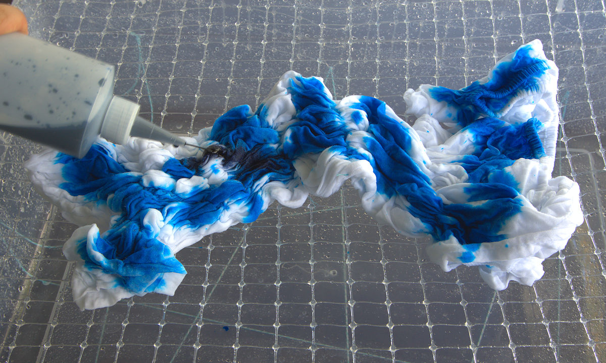 Dying shibori shirt blue