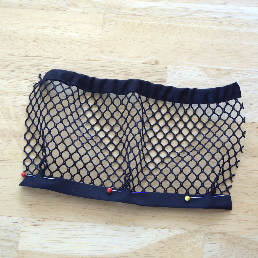 Folded mesh pocket