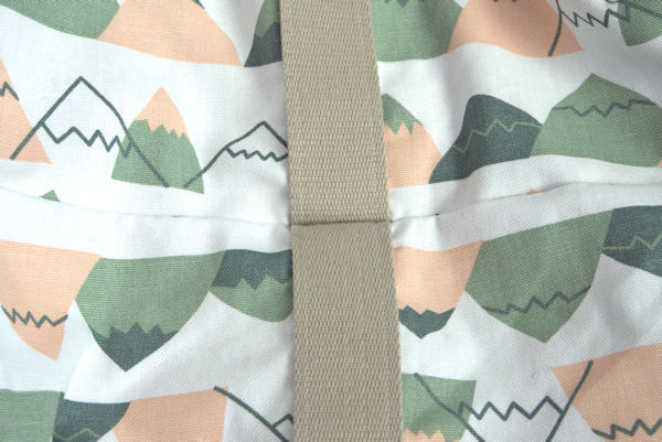 Bag bottom seam for directional fabric