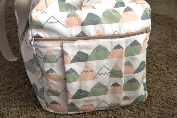 Mountain bag end zippered pocket